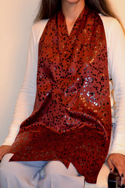 Cravaat II Burgundy Dot Long dining scarf adult bib
