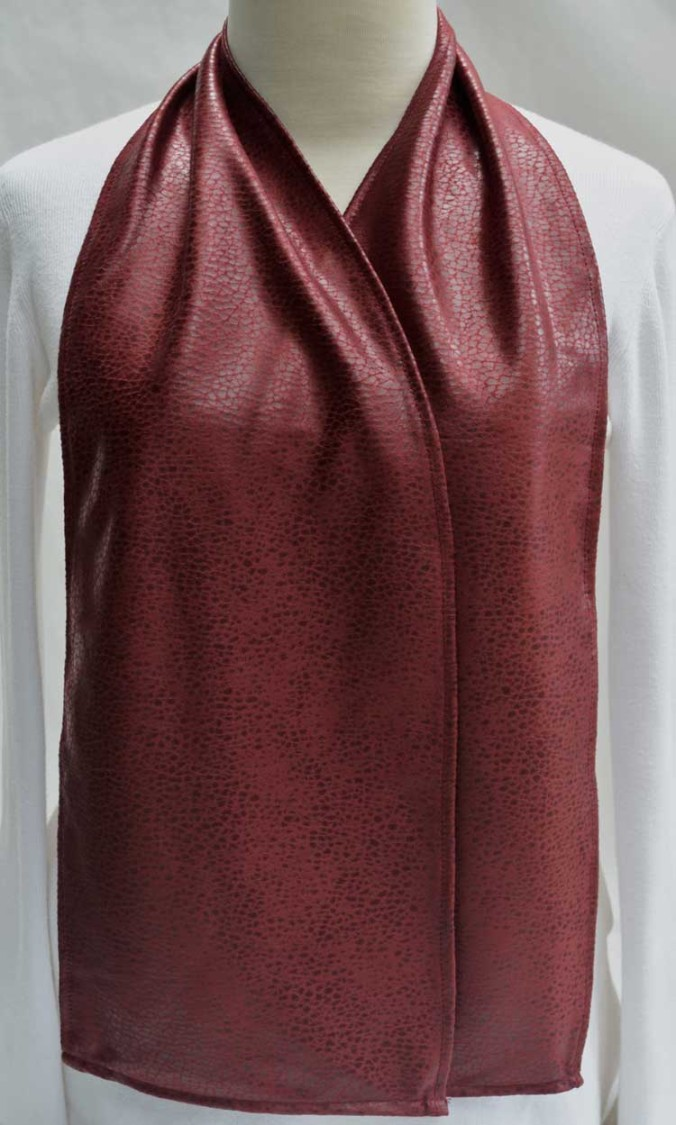 Cravaat Burgundy Pebble dining scarf adult bib